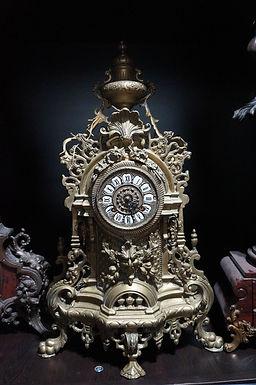 Каминен часовник катедрален