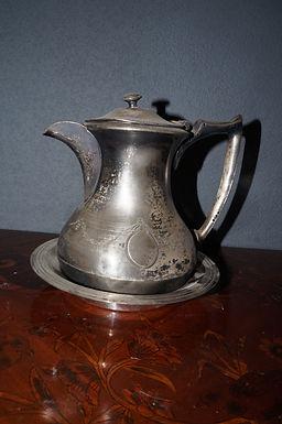 Посребрен чайник