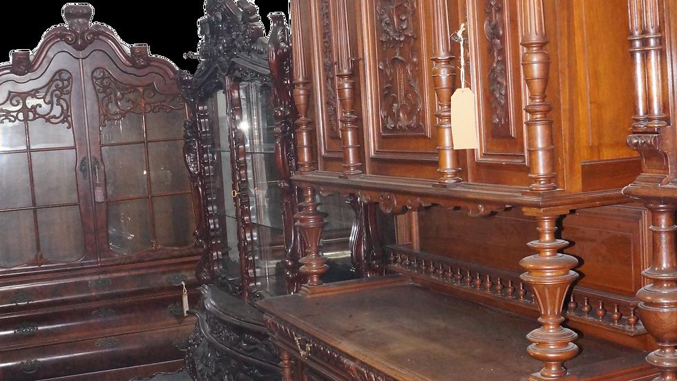 Античен Френски готически дъбов шкаф