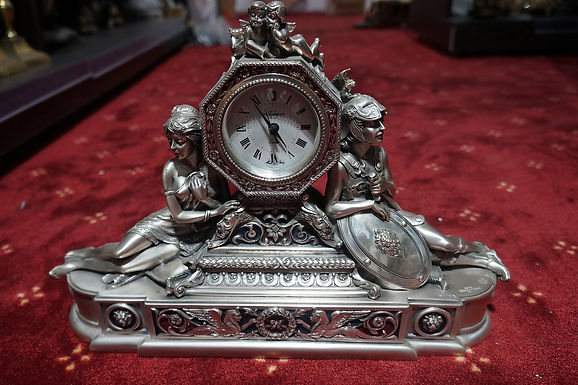 Посребрен каминен часовник