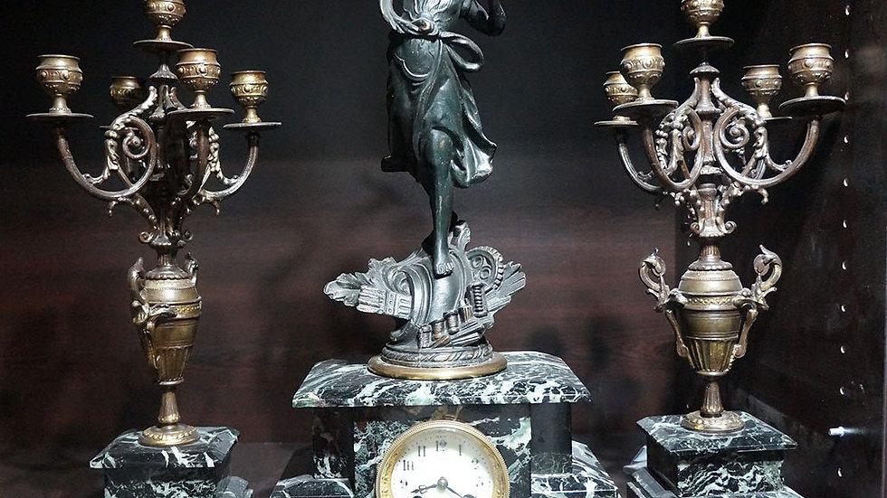 Каминен катедрален часовник с 2 свещника