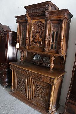 Античен шкаф