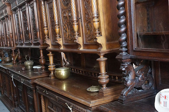 Шкаф дърворезба античен