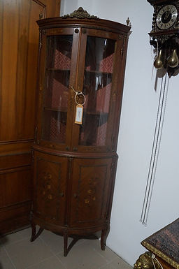 Ъглов шкаф