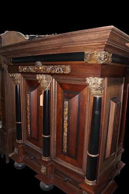 Холандски шкаф с пет колони в орех и абанос, около 1700
