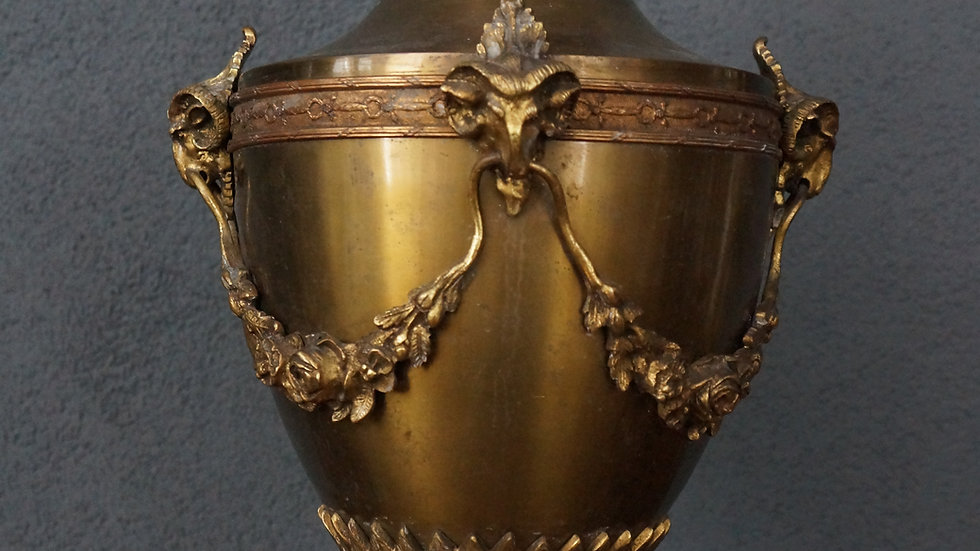 Бронзова ваза