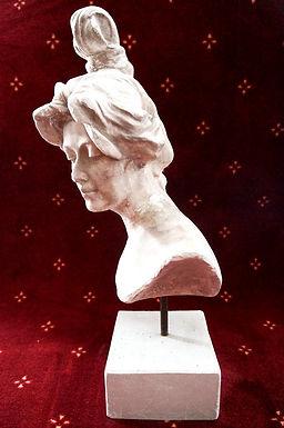 Скулптури & Статуетки & Постаменти