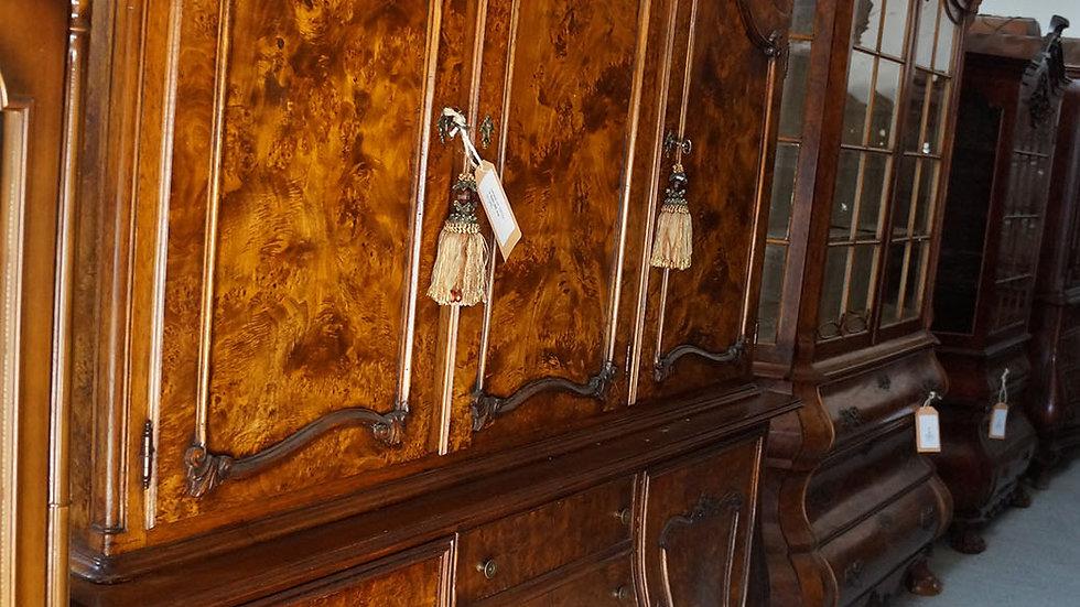 Шкаф от 1870 година