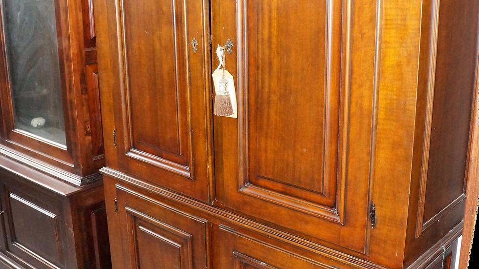 Дъбов шкаф