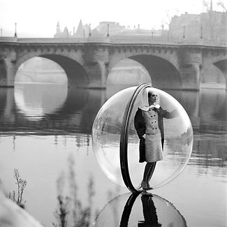on-the-seine-melvin-sokolsky-paris-bubble