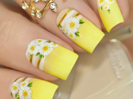 Happy Daisy Nail Design