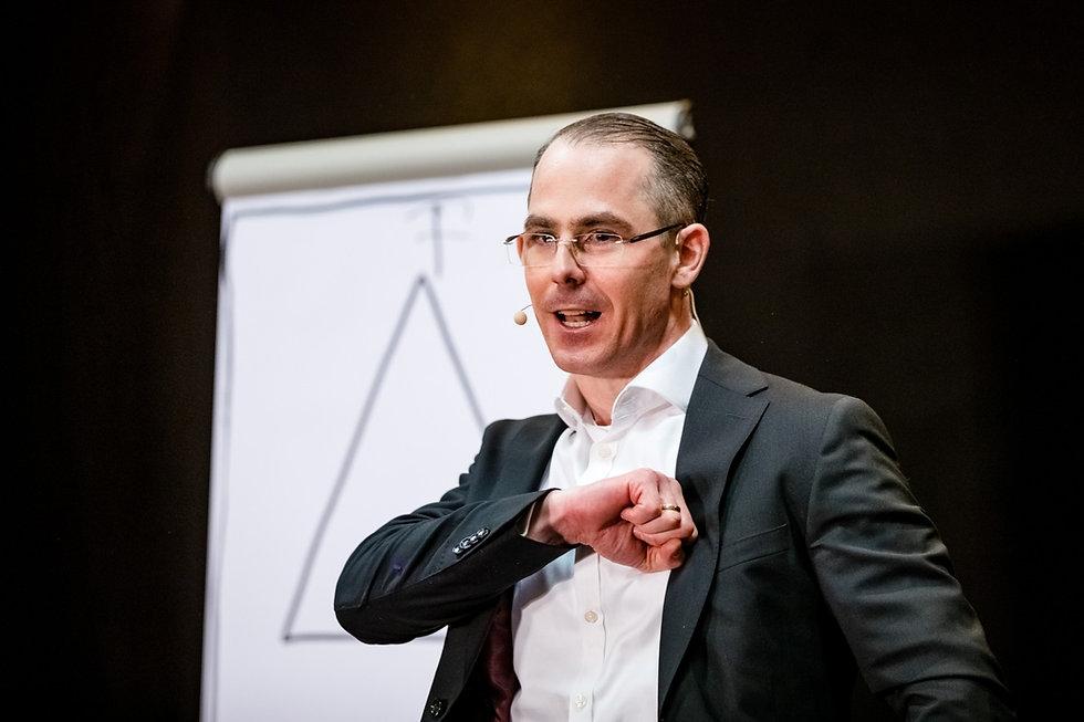 So geht Führung heute - In digitalen Zeiten mit Führung zum Erfolg | Florian Hochenrieder