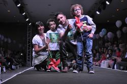 Maurício-Manieri-Família-Desfile-Moda-Infantil-Passarela