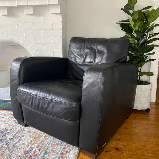 Natuzzi black chair.jpg