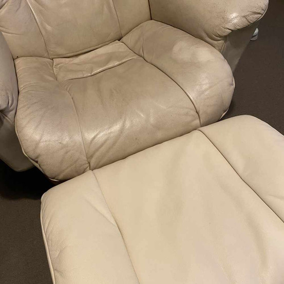footchairmid.jpg
