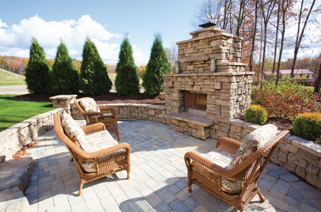 Outdoor_Fireplace_Natural_Stone