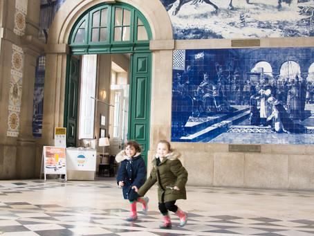 Amigas passeando por Porto
