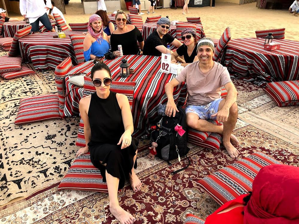 Tradicional jantar árabe no deserto