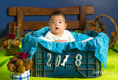 Bebe chino en cesta 2018 retrato estudio