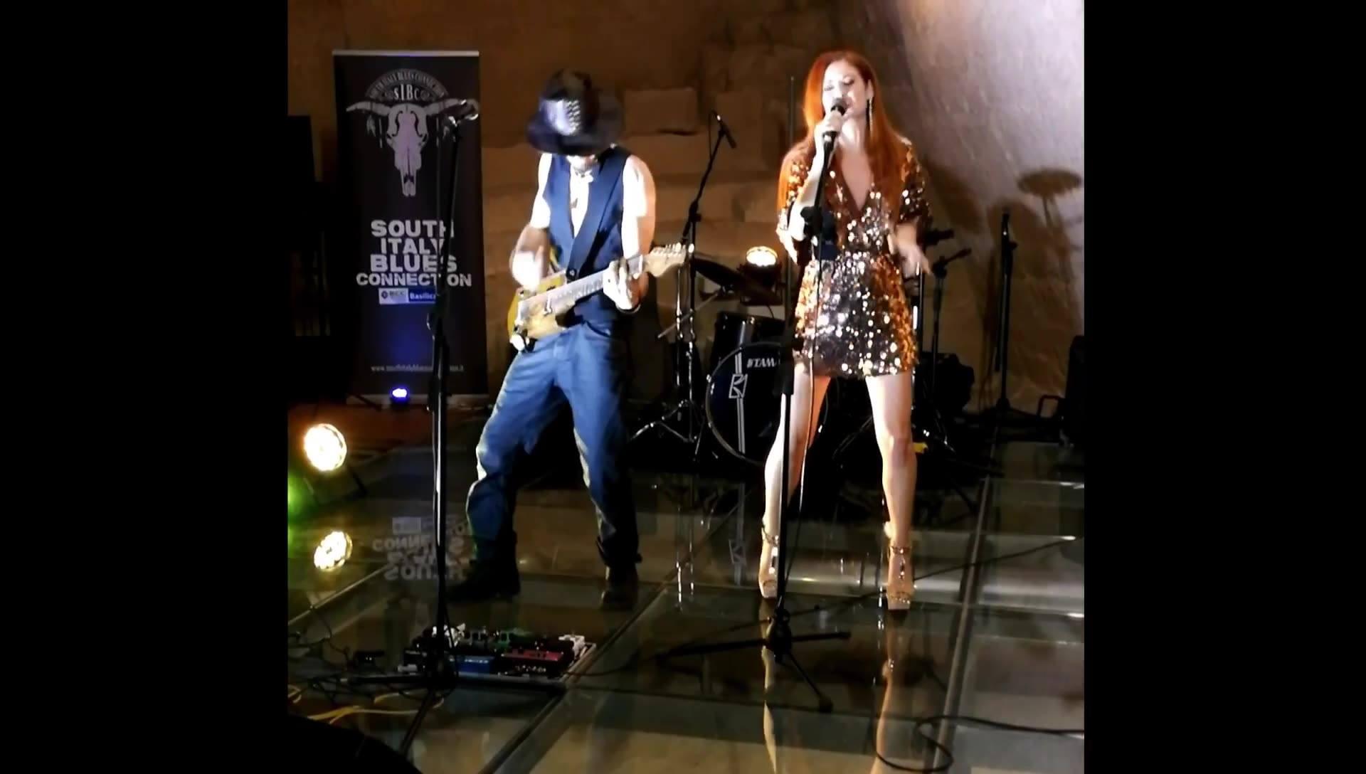 Sunshine - Ginny Vee and Roberto L. Whiter