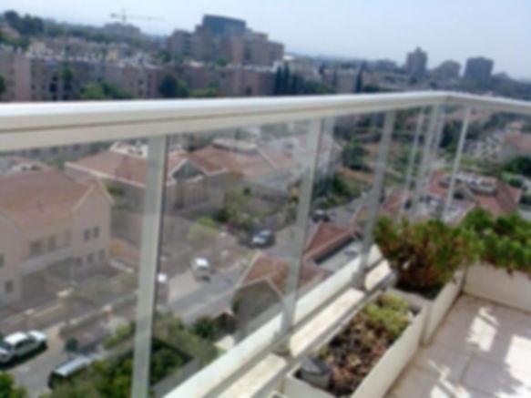 ניקוי מרפסת שמש - חלונות זכוכית