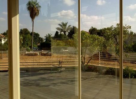 ניקוי חלונות למרפסות שמש ויתר חלונות הבית, כולל תריסים, מסילות וכו