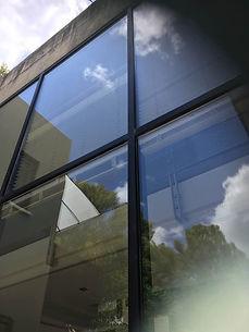 ניקוי חלונות בגובה - שקוף ומשתקף