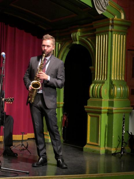 Klas Lindquist i ett solo under en konsert på Gröna Lundsteatern – en anrik teater. Där spelade The Beatles i mitten av 60-talet. The Classic Jazz Quartet har spelat där ett antal gånger, med olika gäster, till exempel Isabella Lundgren, Anna Sise och Duke Heitger.
