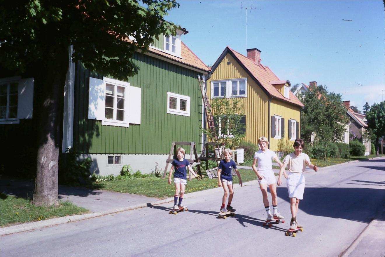 Bågvägen 16 i Ålsten, Bromma. Mange, Jonas, Niklas och Jeppe. Vårt första hus. Slutet av 1970-talet.