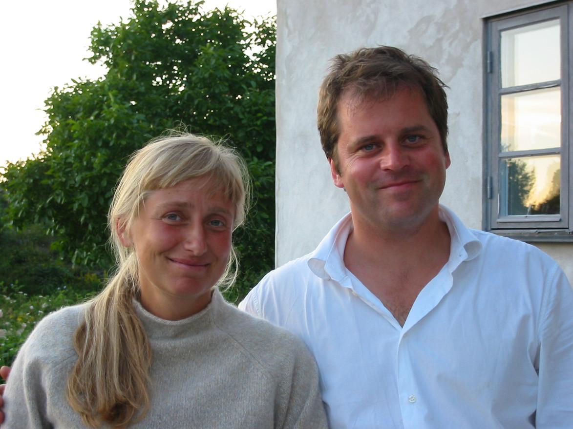 Kära vännerna Marie och Jesper Kviberg på besök i Nore, Vamlingbo. Tidigt 2000-tal.