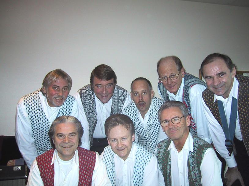 The Trad Brothers anno 2005. Holger, Staffan, Hasse, Gösta, Kajtek, Pelle, Stickan, Greger.
