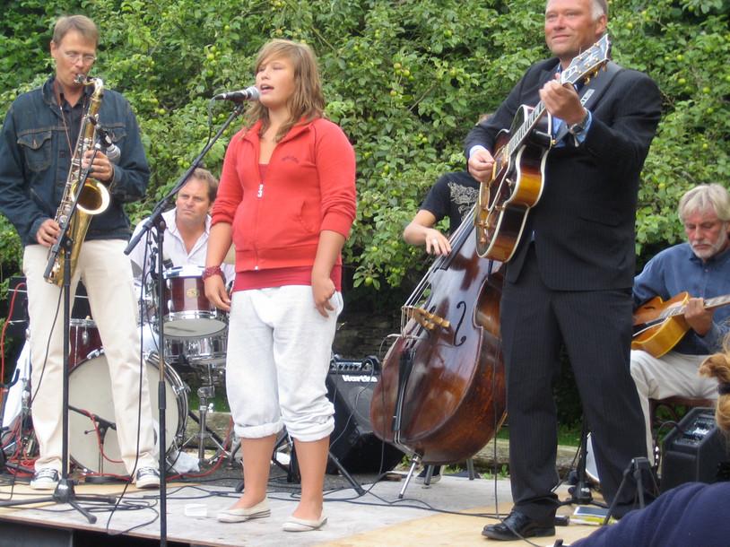 Jazz på Björklunda, Burgsvik; Jonas, Jeppe, Molly, Josef (skymd), Andreas, Holger.