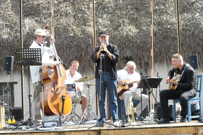 Från Jazzfesten på Bottarve. Ulf Ekvall, Jeppe Kviberg, Torsten Kvarnsmyr, Holger och Andreas Pettersson.