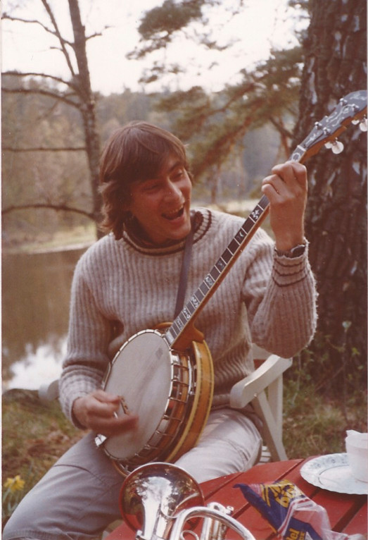 Holger med sin Paramount banjo, tidigt 80-tal. Fotot taget av Jan-Gunnar Stolpe.