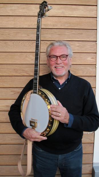 "Holger med sin Vega Vox III – banjons ""Rolls Royce""."