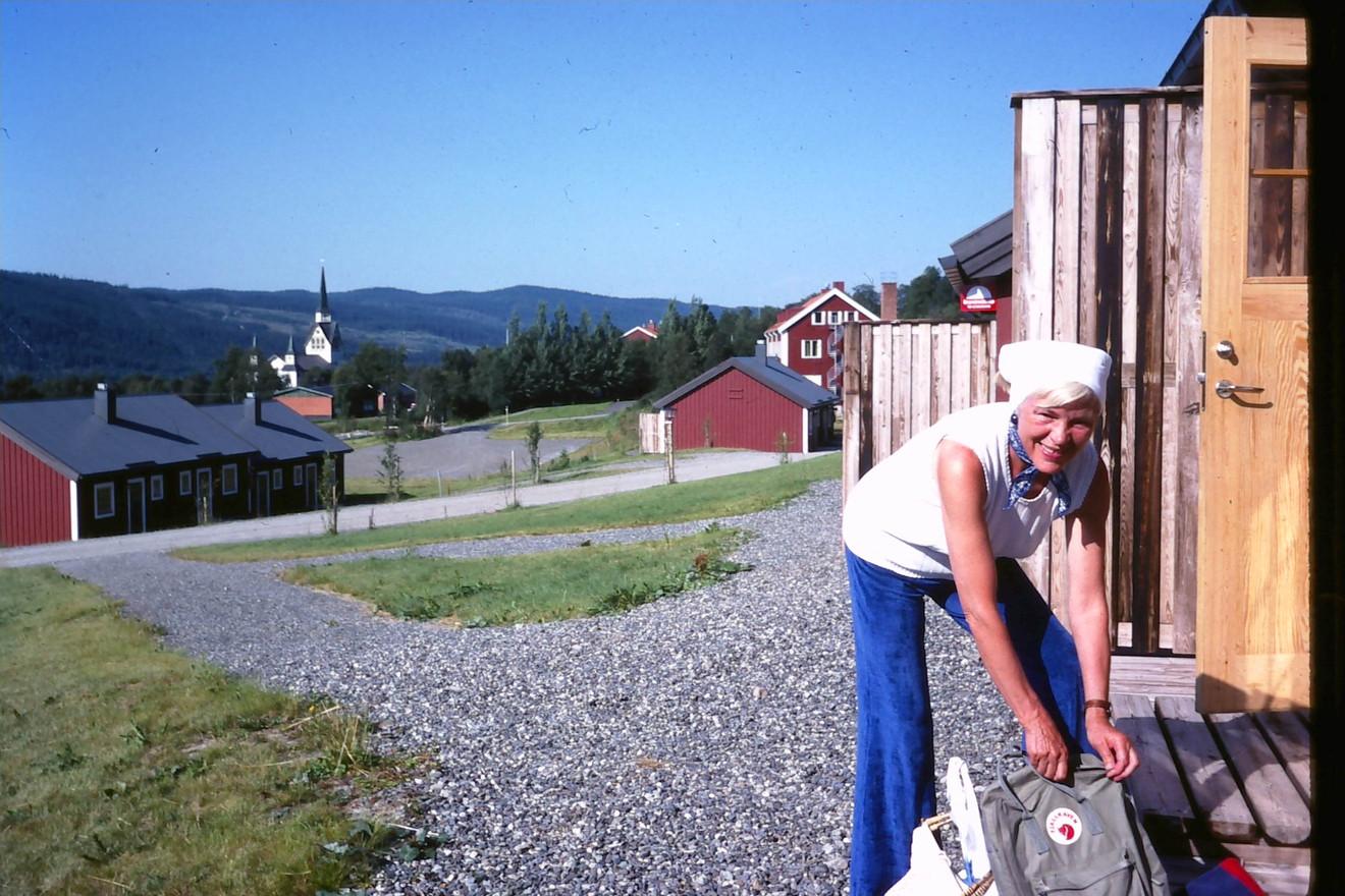 Ruth Gunhild i Duved, nedanför Forsagården. Kyrkan syns i bakgrunden. Början av 80-talet.