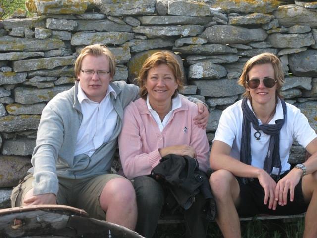 Maria med sina pojkar Viktor och Peter Söderberg, på Gotland 2014.