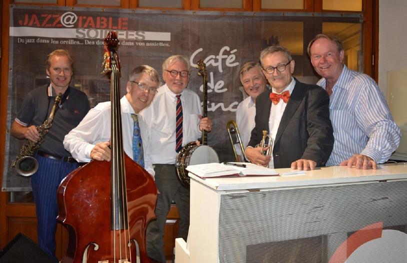 Swedish Jazz All Stars – ett tillfälligt band på turnè på Franska Rivieran.  Bilden är tagen på Cafè de France i Ste Maxime där bandet spelade hösten 2017. Från vänster: Max Carling, Göran Lind, Holger Gross, Jens Lindgren, Bent Persson, Ulf Johansson Werre.