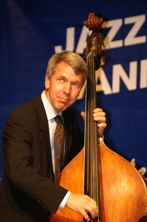 Göran Lind, stolt kontrabasist och medlem i The Classic Jazz Quartet. Foto: Claes Tillander.