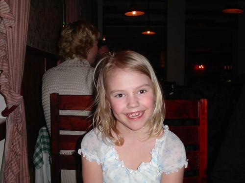 Barnbarnet Alicia i 8-årsåldern.
