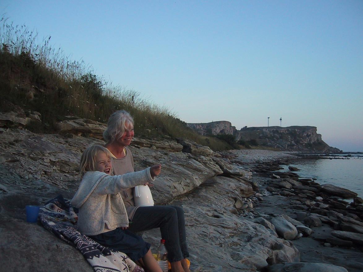 Alicia och farmor vid Hoburgen, Gotland. 2001.