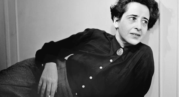 Testemunha ocular do nascimento do monstro nazista, Hannah Arendt (1906-1975) dissecou os métodos de controle da sociedade típicos do totalitarismo.