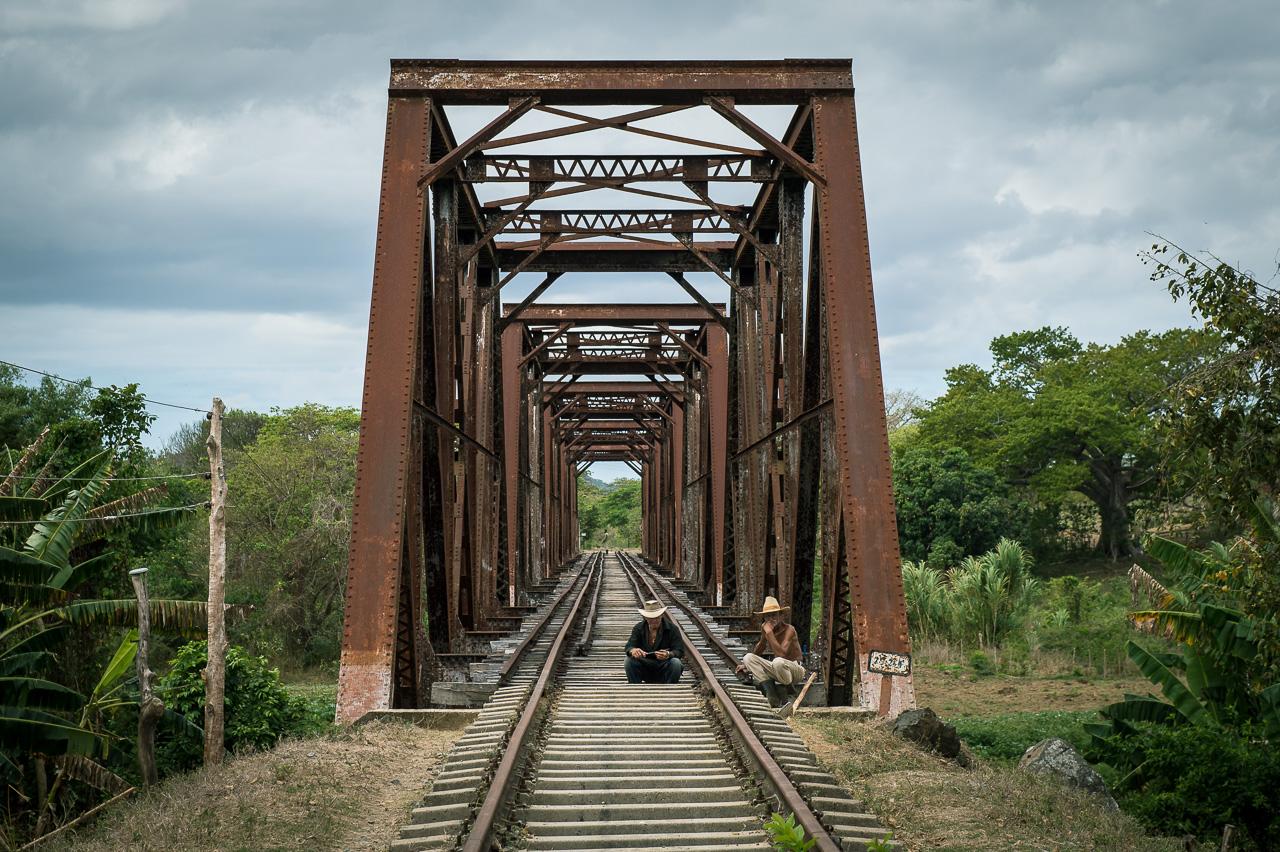 Farmers at a train bridge, Ignaza