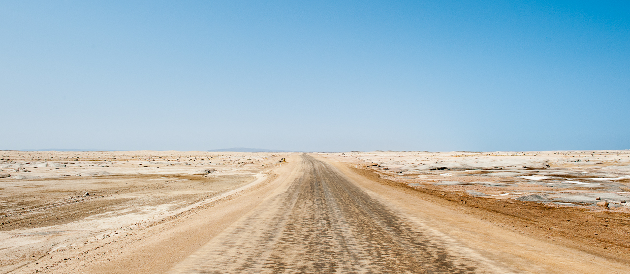 Road through Skeleton Coast