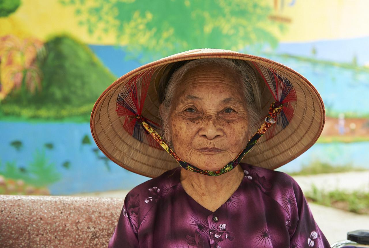 Old lady, Hanoi