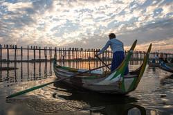 Boatman, U-Bein bridge