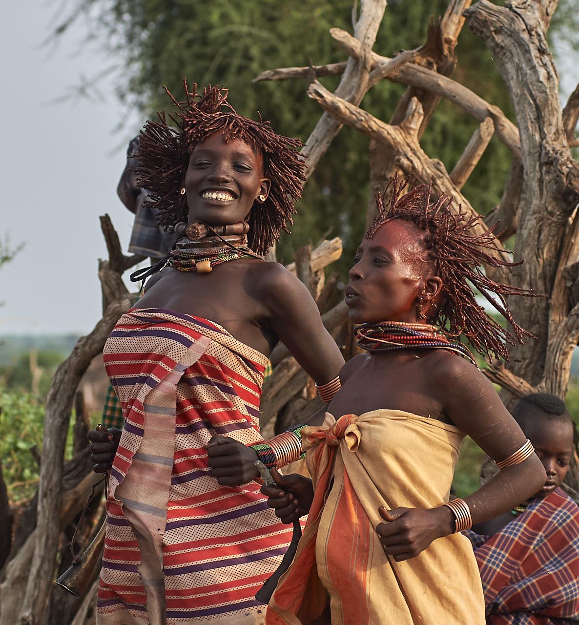 Hamar women celebrating bulljumping