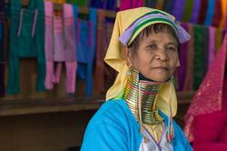Paduang weaver