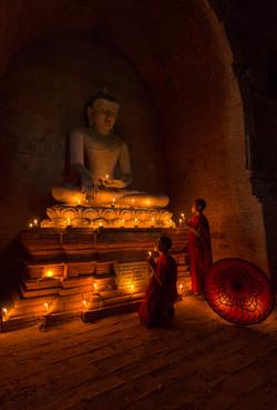 Novices praying, Bagan