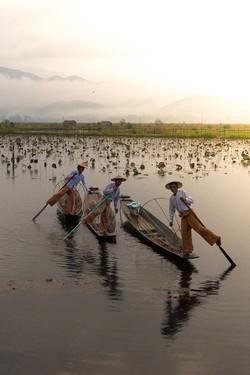 Leg-rowing fishermen on Inle lake